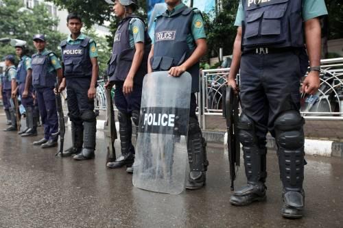 Bangladesh, docente vieta il velo integrale agli esami: ucciso a colpi di machete