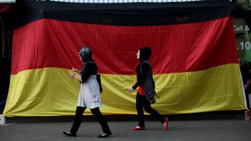 """Proposta in Germania: """"Gli immigrati parlino tedesco anche in casa"""""""