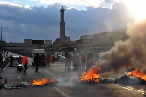 Genova, bloccato l'ingresso del porto