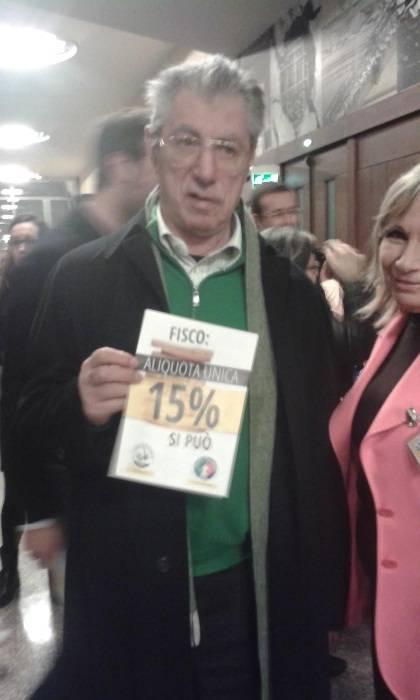 Salvini presenta la Flat Tax e  galvanizza la base leghista