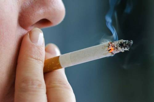 """Due cucchiai al giorno: """"Un rimedio naturale per limitare i danni del fumo"""""""