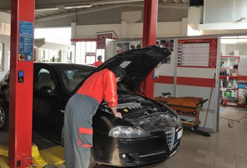 La nuova revisione per l'auto: quanto costa ora e le sanzioni