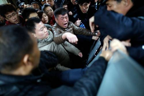 Cina, tragedia a Shanghai: 35 morti in ressa per dollari finti