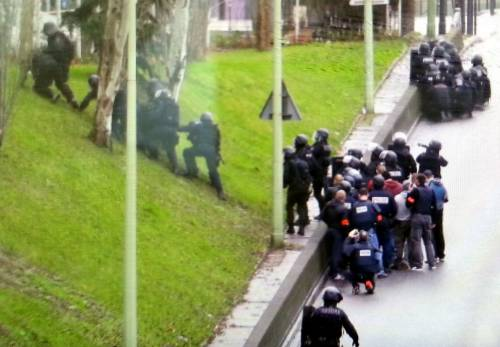 La polizia sul luogo del sequestro a Parigi 1