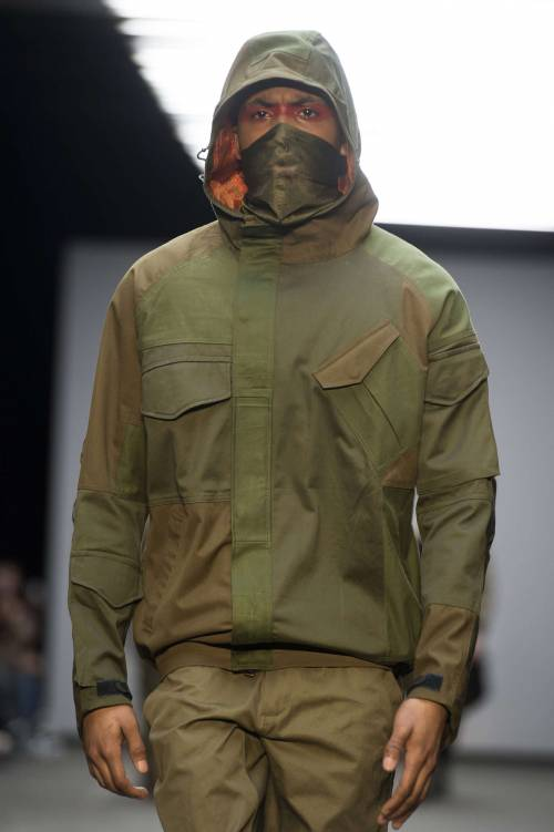 Sfilata choc a Londra: moda ispirata alla jihad