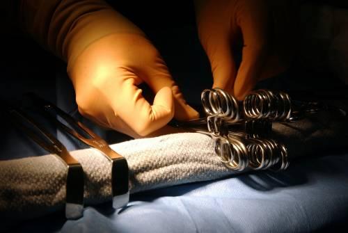Quelle cliniche in mano ai narcos dove muori per una operazione