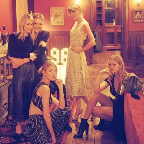 Taylor Swift: in vacanza con le sorelle Haim 7