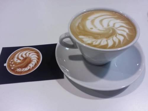 Cappuccino e brioche: conto da 14 euro