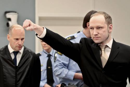 """Breivik fa causa alla Norvegia: """"Il mio carcere è una tortura"""""""