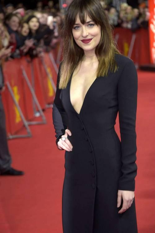 La sexy Dakota Johnson alla premier di 50 sfumature di grigio 9