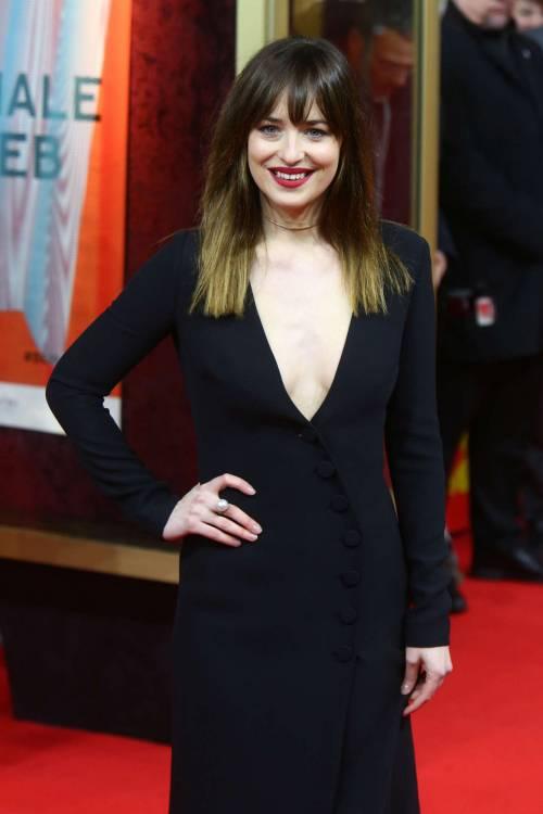 La sexy Dakota Johnson alla premier di 50 sfumature di grigio 12