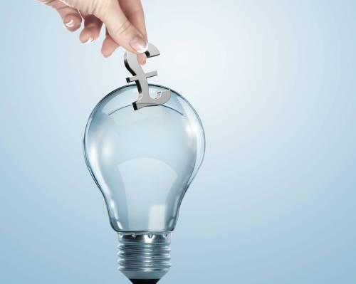 Tariffe eccessive e crisi: gli italiani senza soldi per pagare l'elettricità