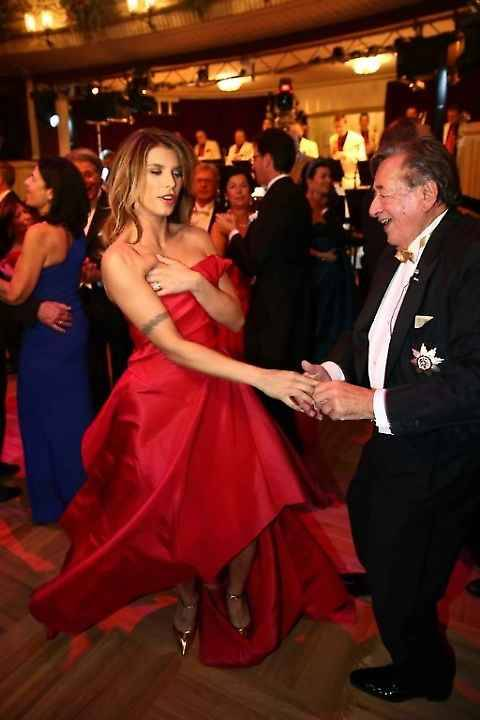 Ballo delle debuttanti: sexy incidente per Elisabetta Canalis 10