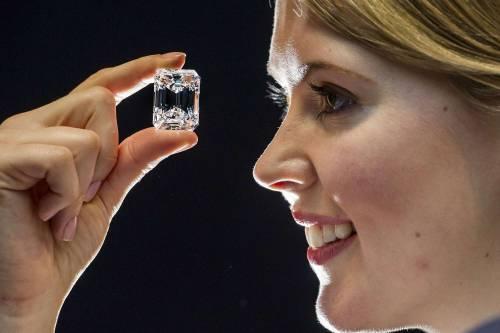 """Il diamante """"perfetto"""" all'asta per 20 milioni di dollari 3"""