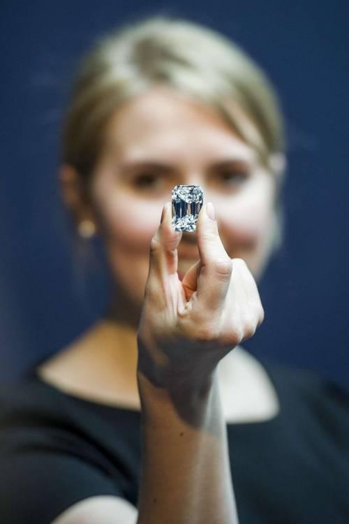"""Il diamante """"perfetto"""" all'asta per 20 milioni di dollari 5"""