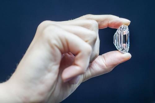 """Il diamante """"perfetto"""" all'asta per 20 milioni di dollari 8"""