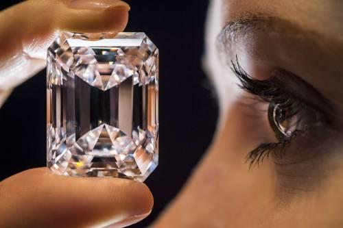 """Il diamante """"perfetto"""" all'asta per 20 milioni di dollari 9"""