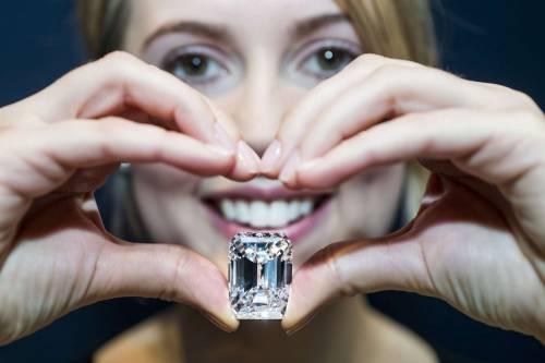"""Il diamante """"perfetto"""" all'asta per 20 milioni di dollari 7"""