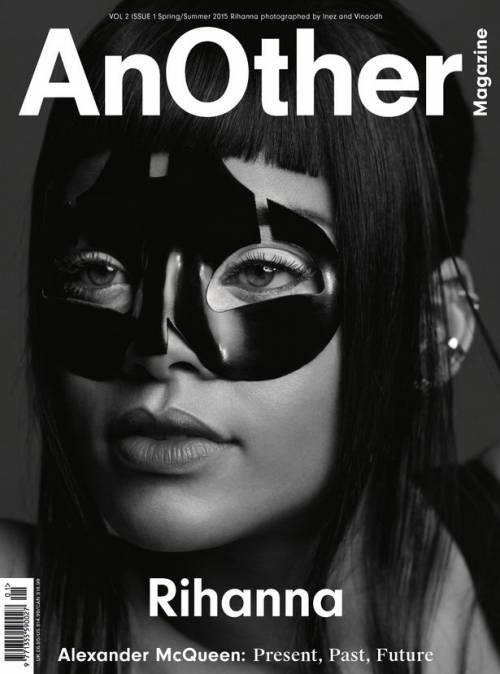 Rihanna modella bondage 2