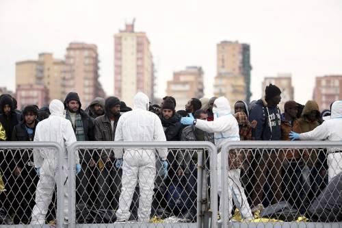 """La Grecia minaccia la Germania:  """"Vi sommergiamo di immigrati"""""""