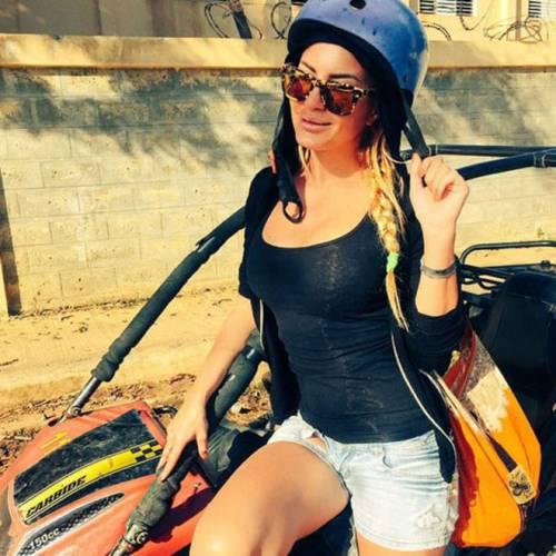 Elena Morali: ecco le foto bollenti in bikini 4