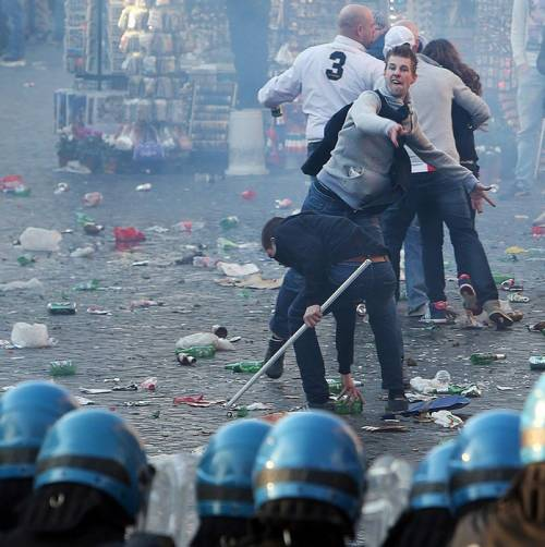 Feyenoord, ultras già liberi: oggi i vandali in Olanda