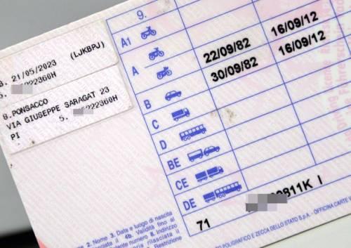 Sostituzione di persona all'esame di guida. Denunciati tre africani