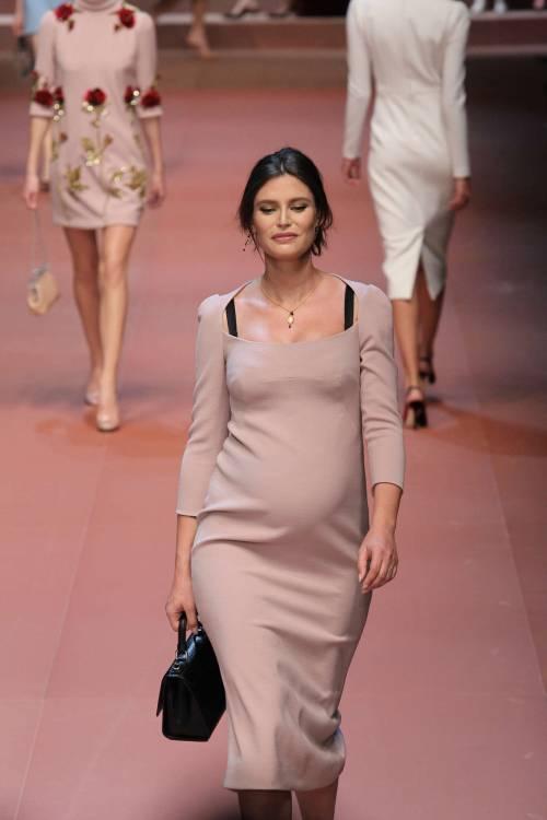 Bianca Balti sfila al sesto mese di gravidanza 3
