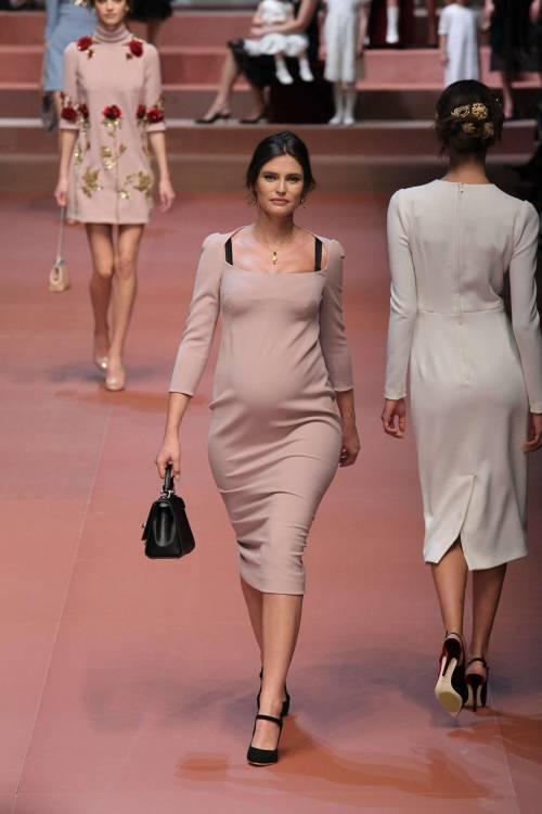 Bianca Balti sfila al sesto mese di gravidanza 8