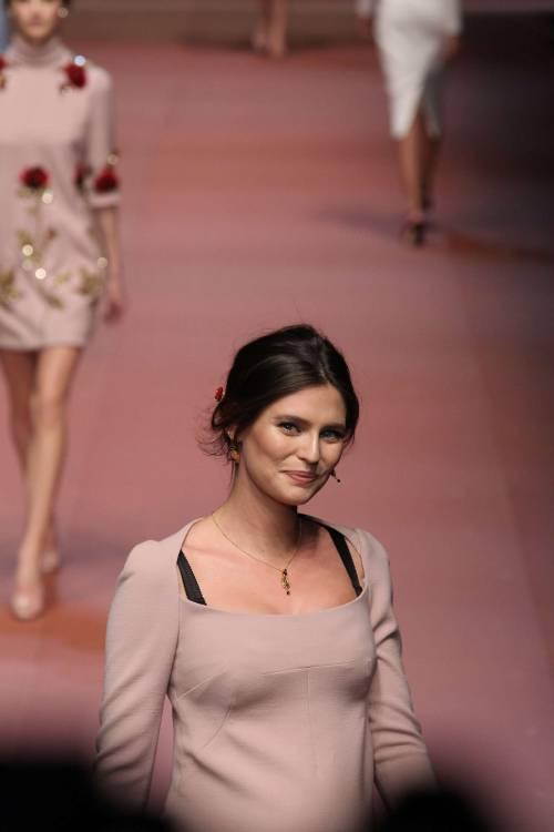 Bianca Balti sfila al sesto mese di gravidanza 5