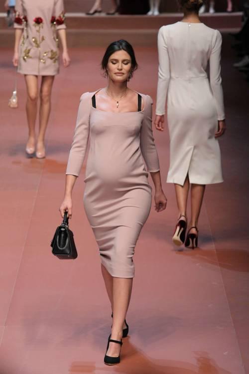 Bianca Balti sfila al sesto mese di gravidanza 2