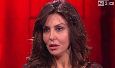 """La """"rossa"""" Sabrina Ferilli dà lezioni da Santoro, ma il web la stronca"""