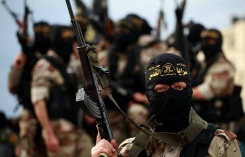 Isis, film dell'orrore: prigioniero squartato e dato in pasto alla madre
