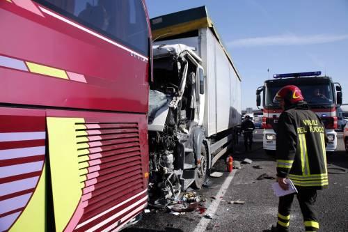 Incidente sulla A4, coinvolto un pullman 5