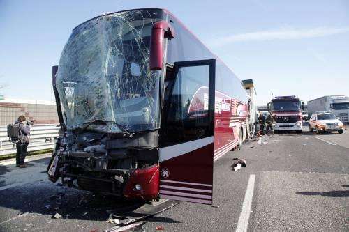 Incidente sulla A4, coinvolto un pullman 3