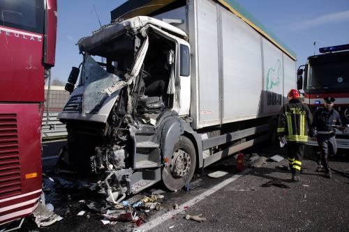 Incidente sulla A4, coinvolto un pullman 6