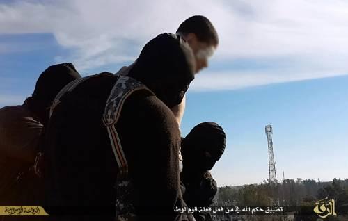 L'Isis uccide i gay buttandoli giù dai palazzi 6