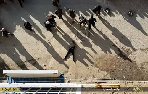 L'Isis uccide i gay buttandoli giù dai palazzi 8