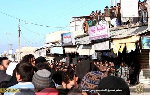 L'Isis uccide i gay buttandoli giù dai palazzi 4