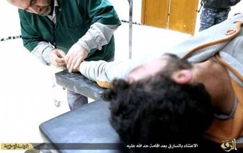 Isis, i jihadisti amputano la mano a un ladro 2