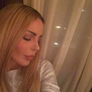 Nina Moric bionda 6