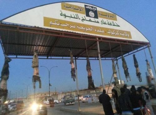 Orrore Isis a Kirkuk: cadaveri a testa in giù 3