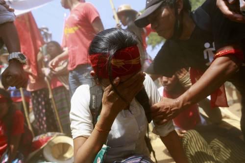 Birmania, scontri studenti-polizia 9