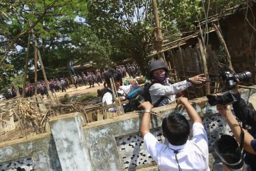 Birmania, scontri studenti-polizia 8