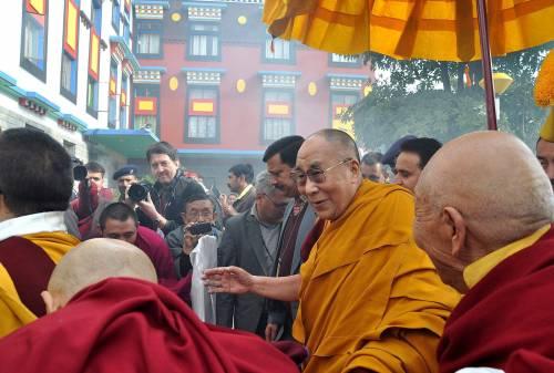 """Lezione del Dalai Lama ai buonisti: """"L'Europa non può accogliere tutti"""""""