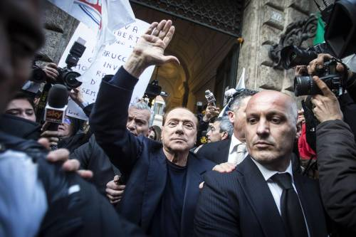 Berlusconi tra i sostenitori a Palazzo Grazioli 5
