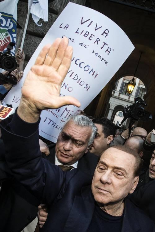 Berlusconi tra i sostenitori a Palazzo Grazioli 2