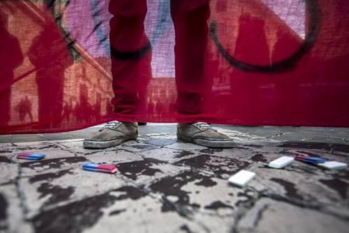 Milano, scontri tra i manifestanti e le forze dell'ordine 5