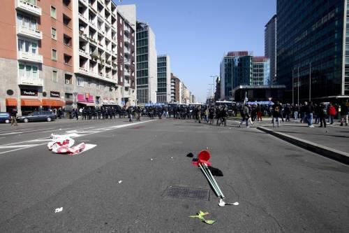 Milano, scontri tra i manifestanti e le forze dell'ordine 8