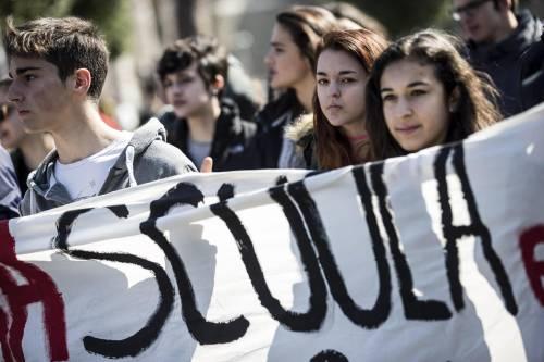 Milano, scontri tra i manifestanti e le forze dell'ordine 7